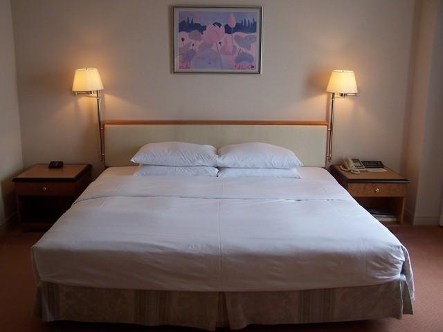 matrace na velké posteli